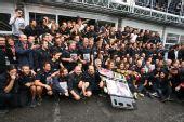 图文:F1意大利大奖赛正赛 红牛二队的庆祝