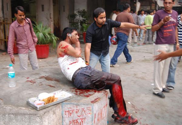 死亡20人_印度首都发生连环爆炸 至少20人死亡90多人受伤(组图)
