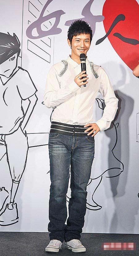 黄晓明潇洒的型男模样,在两岸都拥有不少粉丝