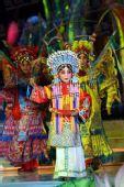 图:孔莹唱响传统豫剧《穆桂英挂帅》