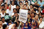 图文:[中超]陕西VS山东 周海滨遭球迷嘲讽