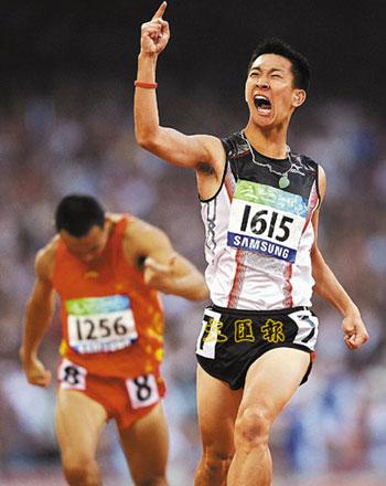 苏桦伟以破世界纪录的成绩夺得200米冠军。(图片来源:文汇报)