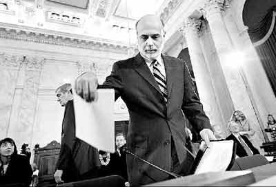 15日,美联储委员会主席本·伯克南向美参议员汇报经济走向