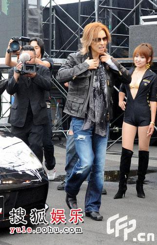 JAPAN 乐队团长兼鼓手兼制作人Yoshiki