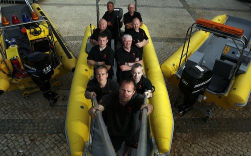 """图二:专业的水上""""120""""——鱼鹰救援队整装待发"""