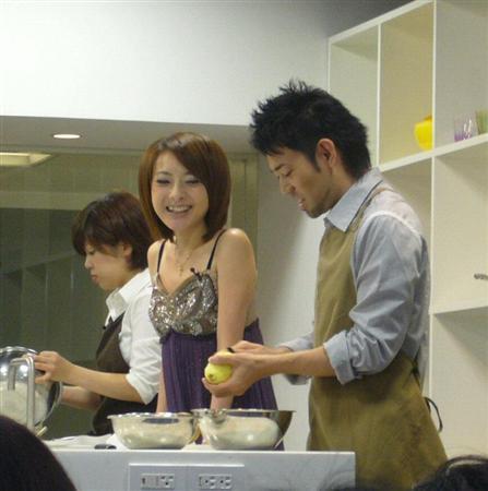 参加料理节目的西川史子