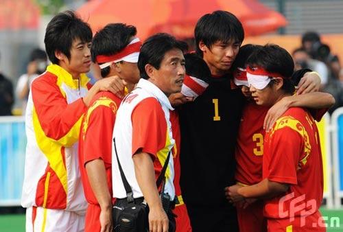 决赛盲人国足1-2巴西 银牌也是英雄