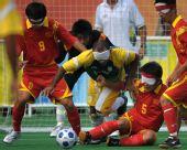 图文:[五人制足球决赛] 奋力防守