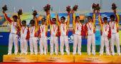图文:[五人制足球颁奖] 中国队球员在领奖台上