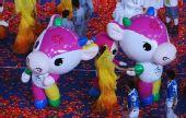 图文:北京残奥会闭幕式 吉祥物与演员一起庆祝