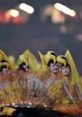图文:北京残奥会闭幕式 演员装束奇异