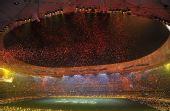 图文:北京残奥会闭幕式 香山红叶
