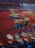 图文:北京残奥会闭幕式 文艺表演《浇灌》