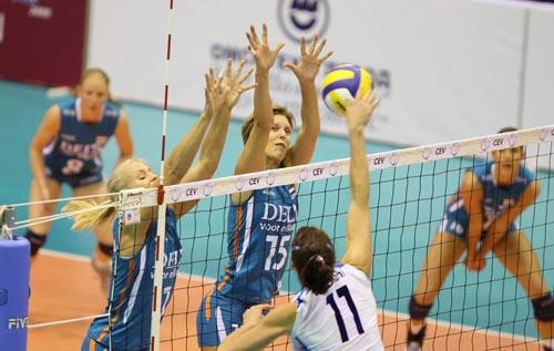 图文:荷兰女排3-1意大利 奥托拉妮以一敌二