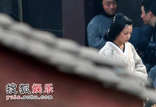 赵薇则扮演了一个富有生机的角色