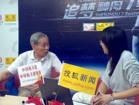 航天史专家刘登锐(左)访谈