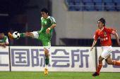 图文:[中超]山东VS北京 杜文辉停球瞬间