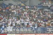 图文:[中超]天津1-1上海 泰达球迷观战