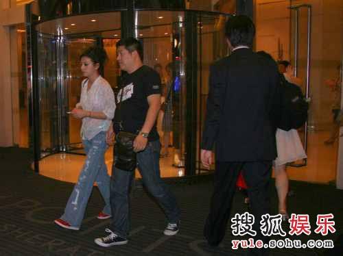 《画皮》首映结束,赵薇并没回酒店休息