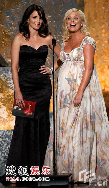 """蒂娜·菲(Tina Fey)、艾米-波勒(Amy Poehler) 揭晓""""喜剧系列最佳男配角奖""""提名"""