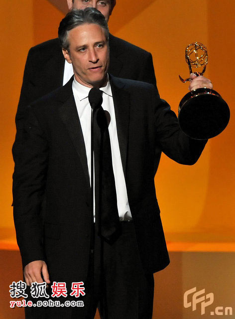 乔恩-斯图尔特获得最佳系列节目奖