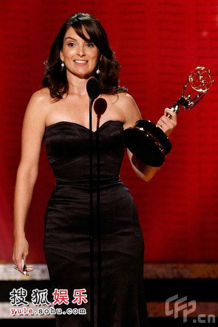 蒂娜-菲凭《我为喜剧狂》获得喜剧类最佳剧本奖