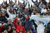 图文:戴杯阿根廷挺进决赛 阿根廷球迷欢呼