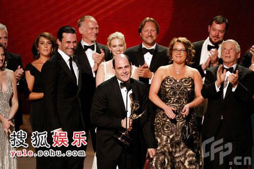 《广告狂人》获剧情类最佳剧集奖 全体演员领奖