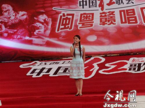 2008中国红歌会闽粤赣(深圳)唱区选手在演唱