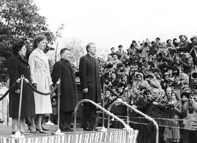 1979年1月邓小平访美,部分留学生到机场迎接并参加美国总统卡特举行的欢迎仪式。来源:《神州学人》杂志