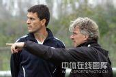 图文:[中超]河南备战长春 外援和体能教练交流
