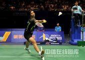 图文:王琳2-1王仪涵挺进决赛 王琳正拍回球