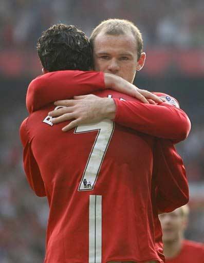 拥抱!光义��[Z[0_图文:[英超]曼联2-0博尔顿 c罗鲁尼拥抱