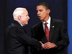 奥巴马与麦凯恩一番唇枪舌剑后握手言欢