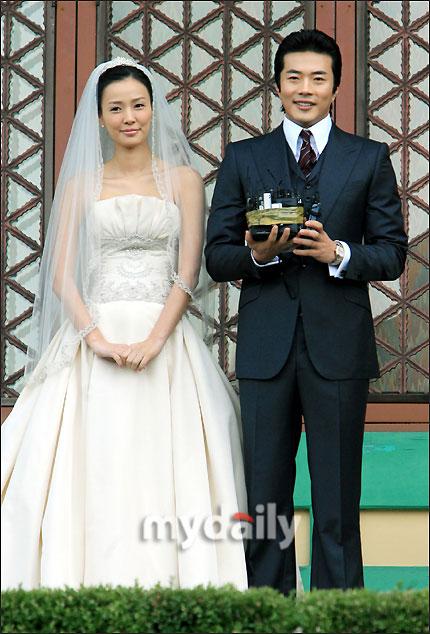 组图:权相佑和孙泰英婚礼前接受采访 郎才女貌