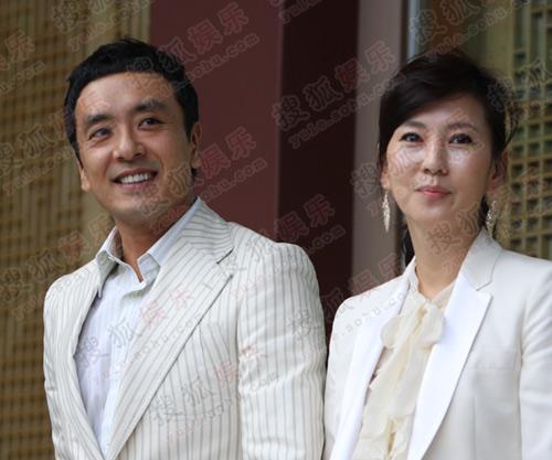独家:搜狐韩国直击权相佑婚礼-  金承佑金南珠夫妇