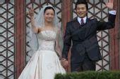 独家:搜狐韩国直击权相佑婚礼- 权相佑孙泰英向大家致意