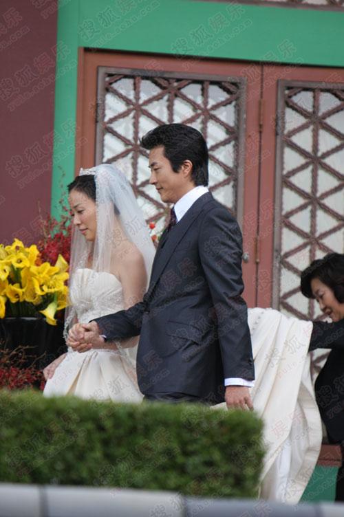 独家:搜狐韩国直击权相佑婚礼- 权相佑孙泰英牵手走过