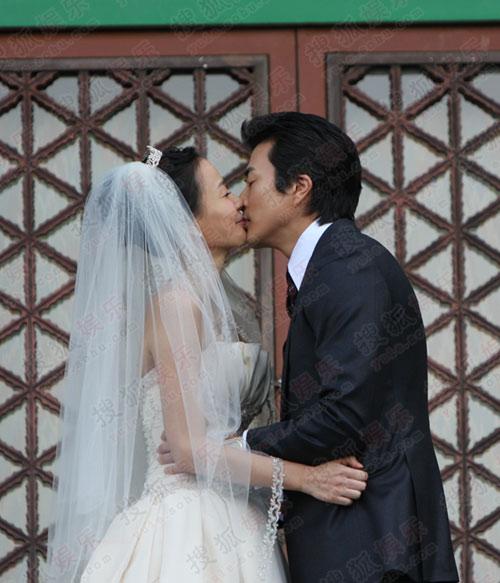 独家:搜狐韩国直击权相佑婚礼- 甜蜜接吻