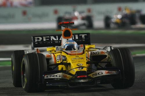 图文:F1新加坡站正赛 阿隆索比赛正面