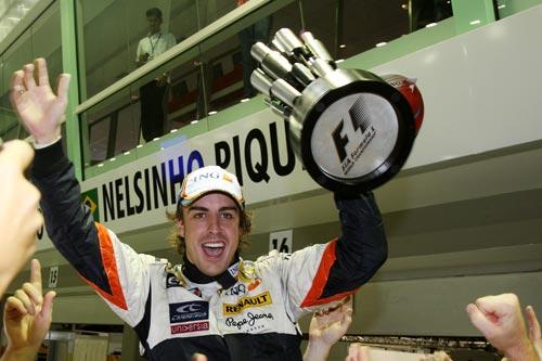 图文:F1新加坡站正赛 阿隆索王者驾临