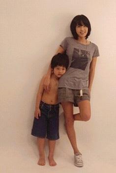 崔真实和她的2个孩子--1