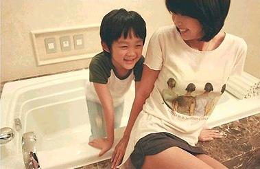 崔真实和她的2个孩子-- 7