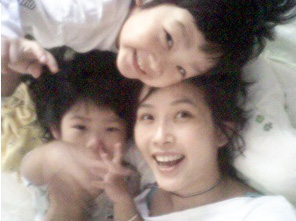 崔真实和她的2个孩子-- 10