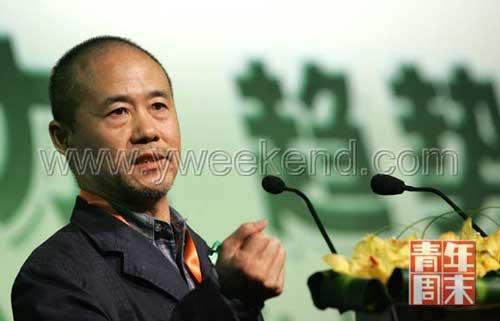 今年4月,王石在一次会议上发表演讲  ◎供图/CFP