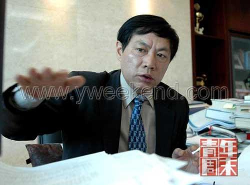2006年3月,任志强在办公室接受本报记者采访 ◎摄影/《青年周末》记者 吕家佐