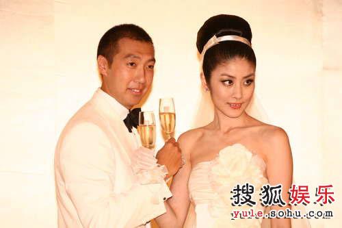 新娘新郎和交杯酒