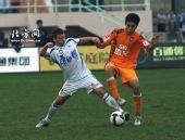 图文:[中超]青岛0-1天津 看我无影脚的威力