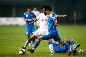 图文:[中超]长沙VS上海 双方球员上演比翼双飞