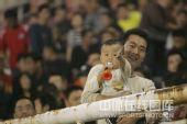 图文:[中超]河南3-0大连 足球从娃娃抓起